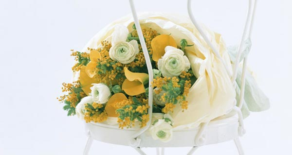 Bouquet of White Roses With Yellow Calla Lilies