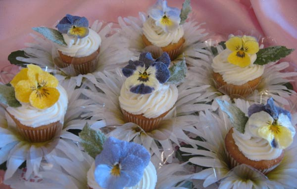 Sugar-Frosted Flowers Cup-Cakes